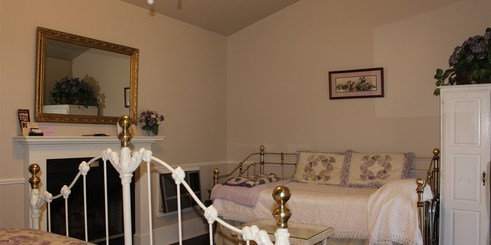 carriage_house_lavender_room